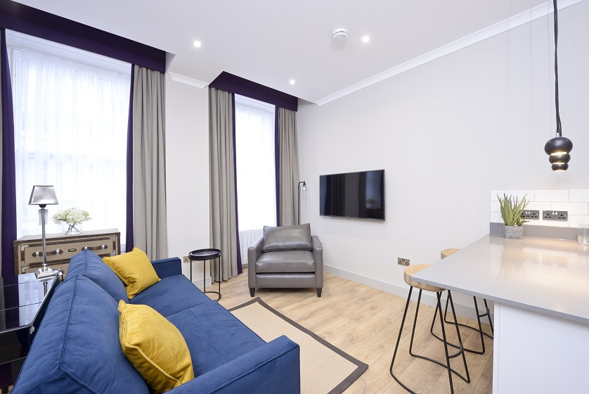 Living room at Charlotte Square Apartments