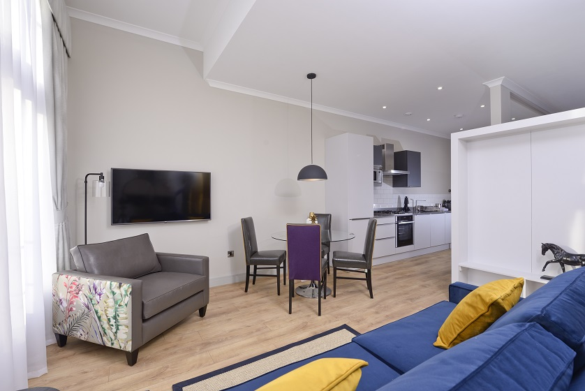 Large lounge at Charlotte Square Apartments