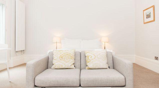 Living room at Gray's Inn Apartments