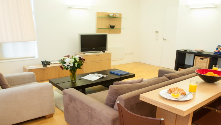 Inviting living area at Clarendon Steward Street