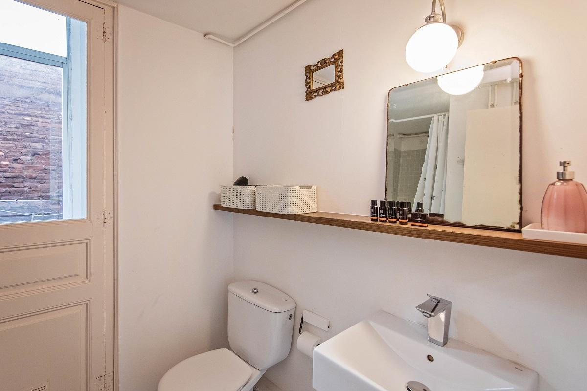 Toilet at Comte Urgell Apartment