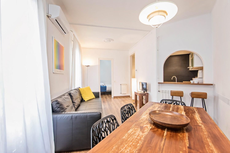 Room at Comte Urgell Apartment