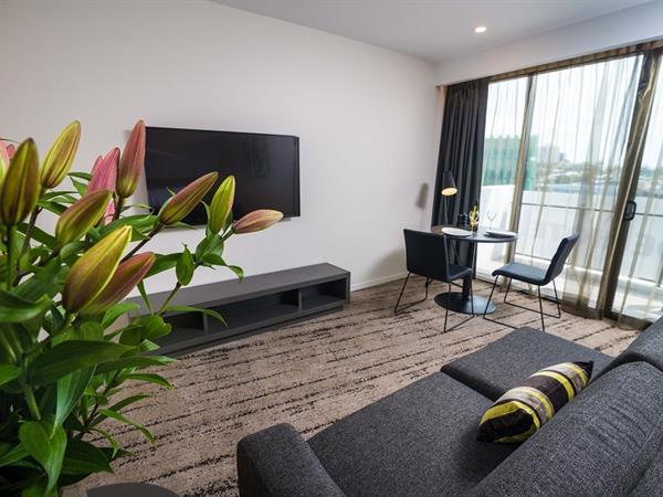 Living room at Swiss-Belhotel Brisbane