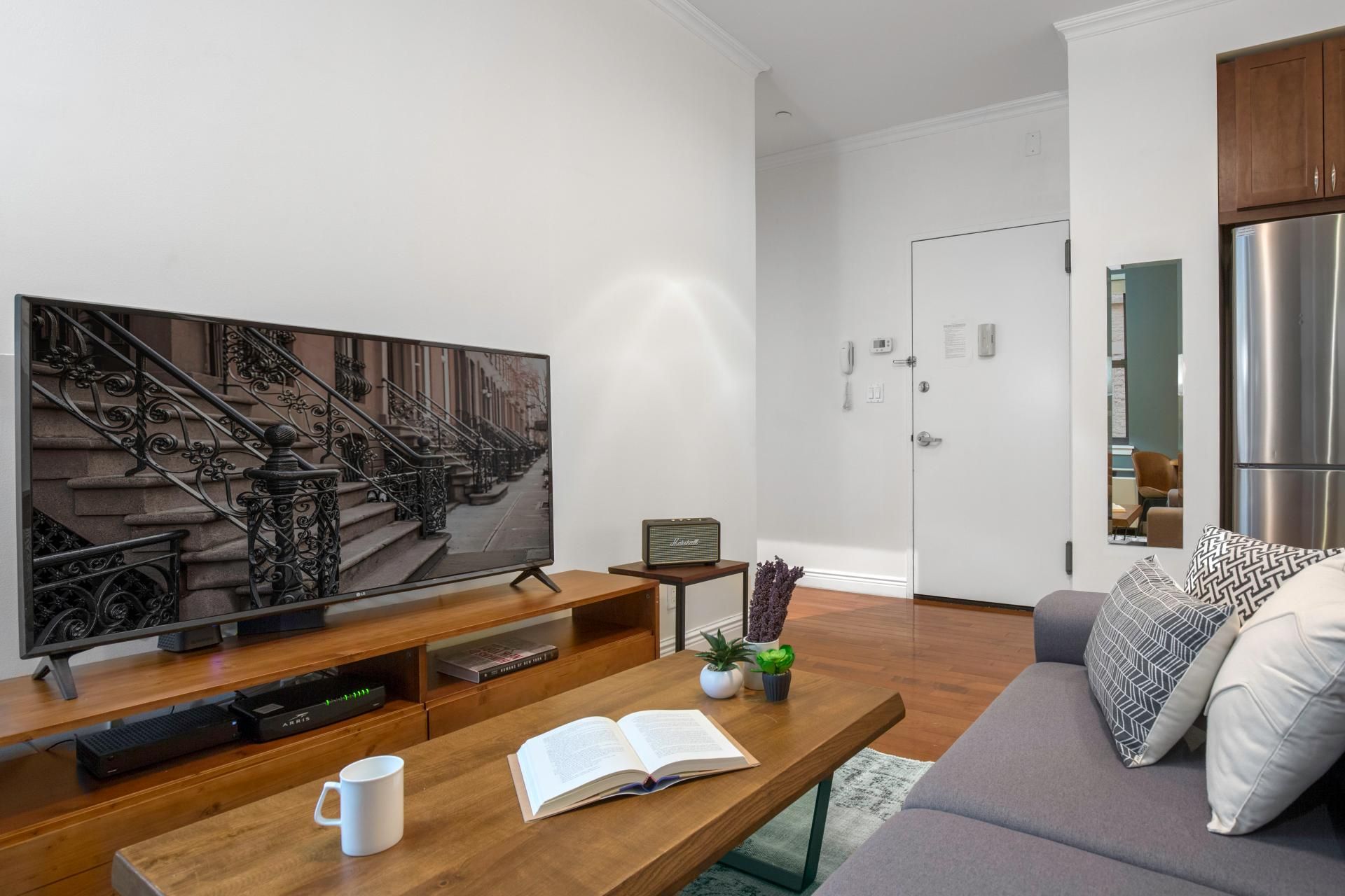 TV at Seven Apartment