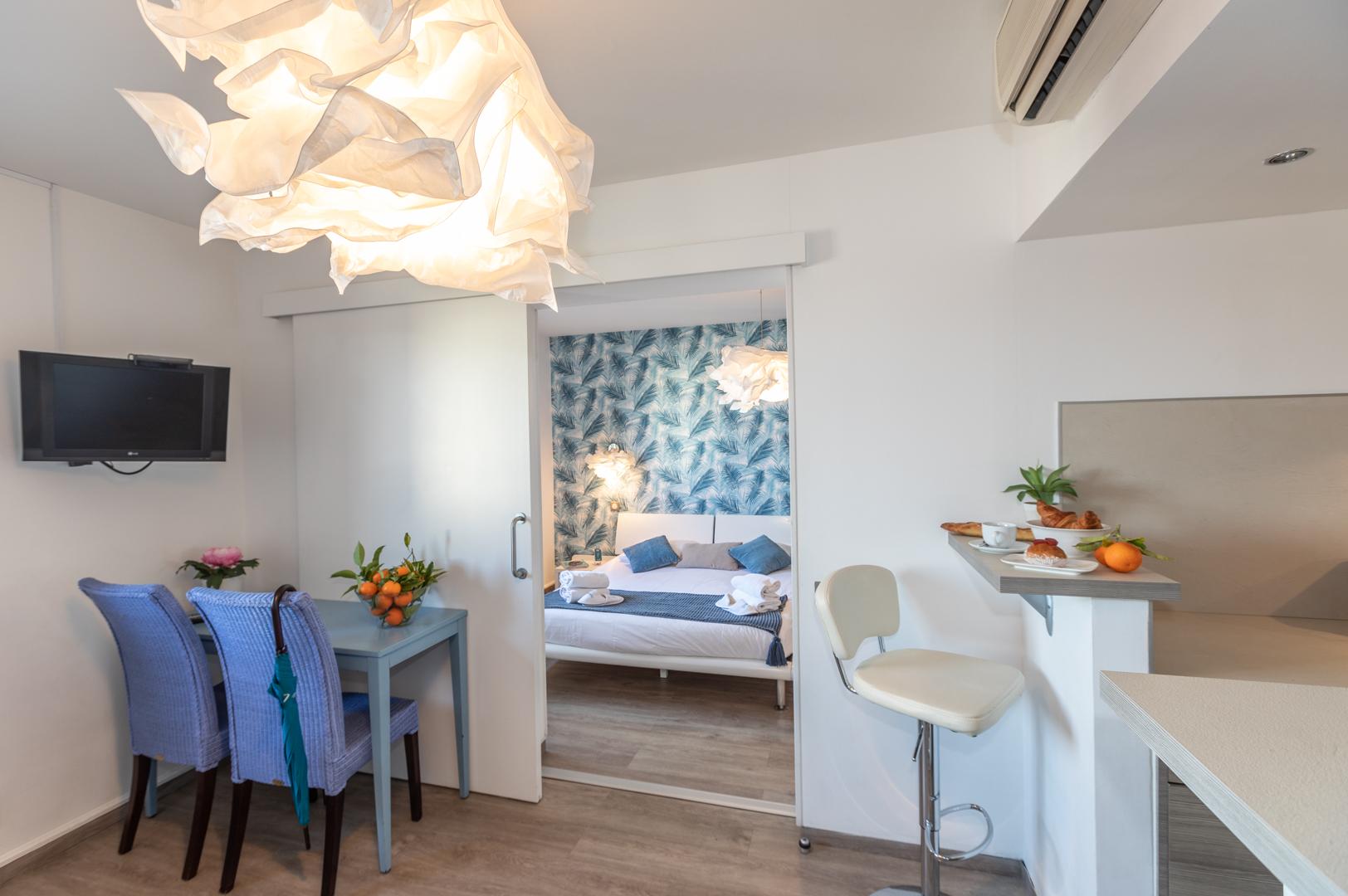 Dining area at Avenue Alexandre Apartments, Juan-les-Pins, Antibes