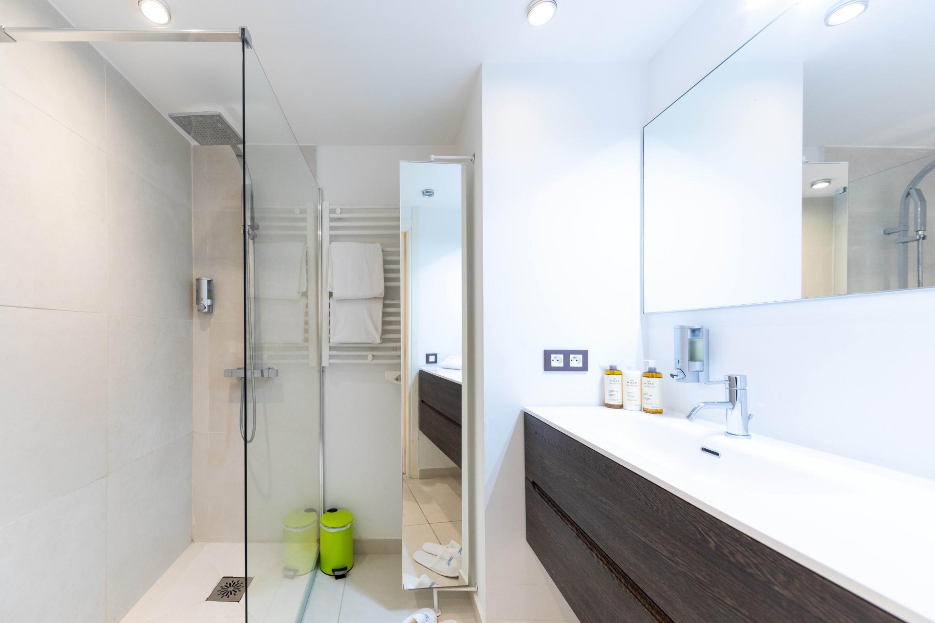 Modern bathroom at Avenue Alexandre Apartments, Juan-les-Pins, Antibes