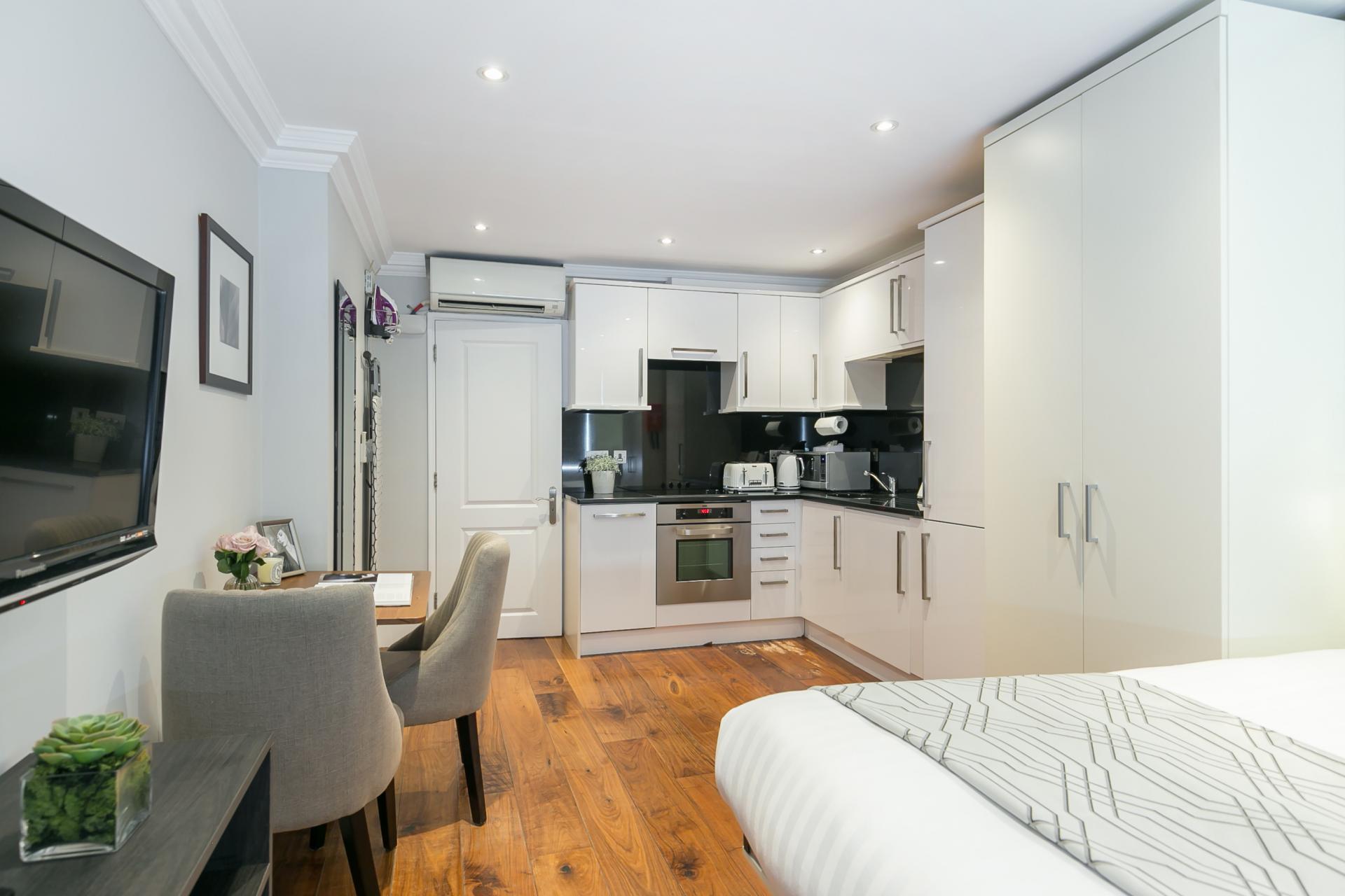 Kitchen diner at Chilworth Court Serviced Apartments, Paddington, London