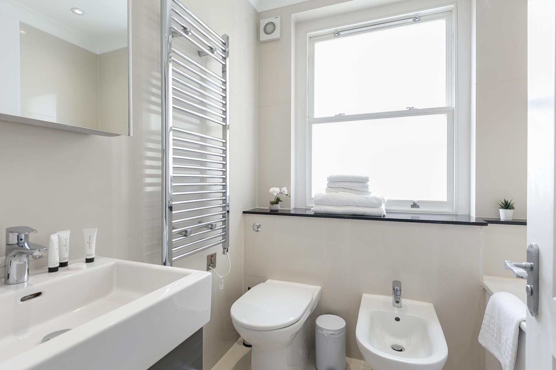 Bath at Chilworth Court Serviced Apartments, Paddington, London