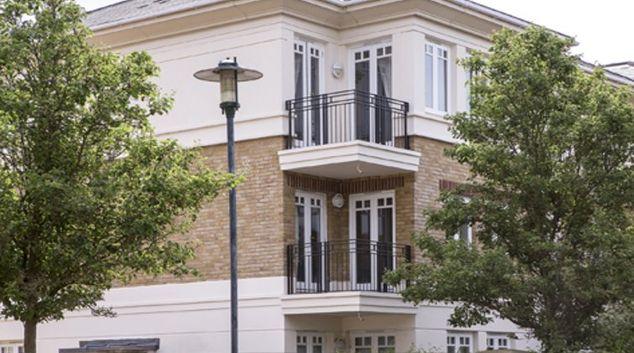 Gorgeous exterior of Richmond Bridge Apartments