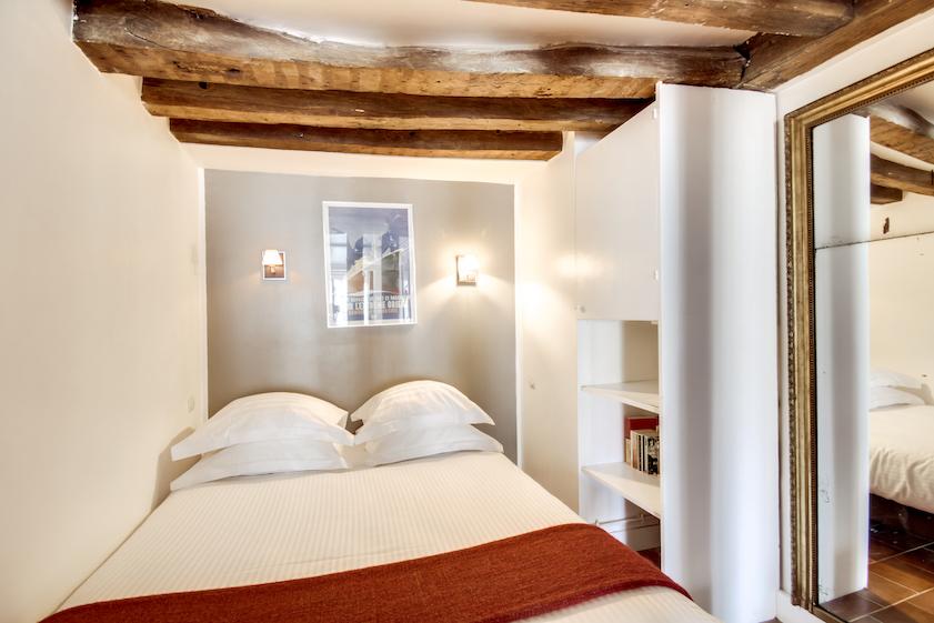 Bed at Rue Du Grenier Apartment