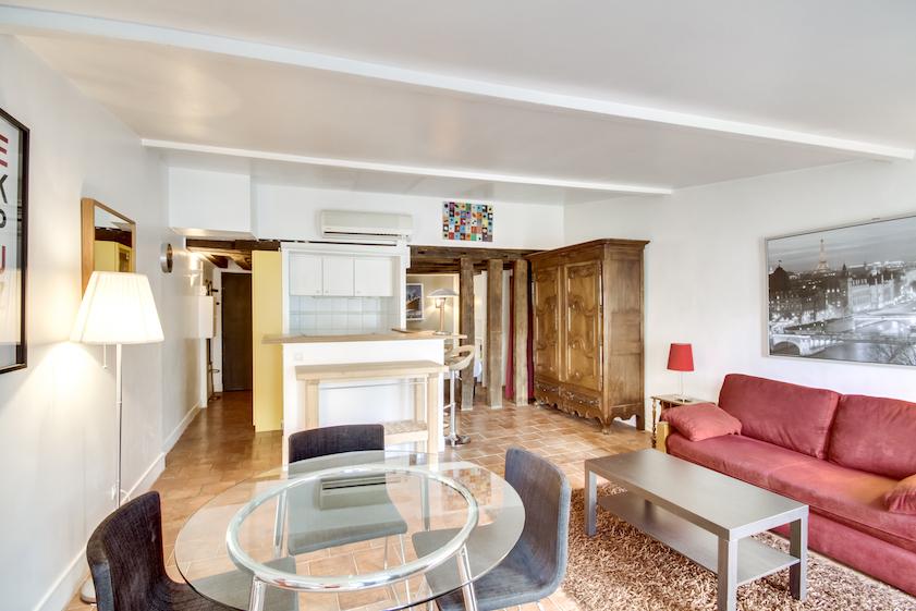 Dining area at Rue Du Grenier Apartment