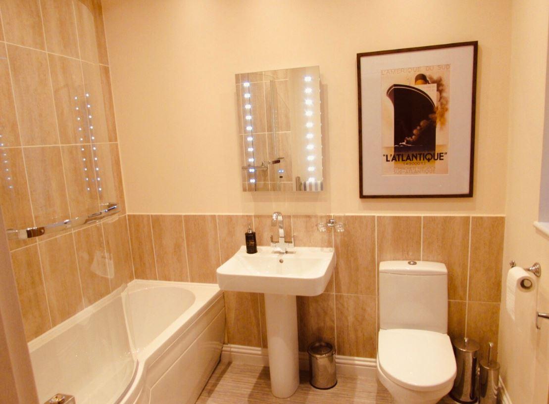 Bath at The Apartments at Yarm Road