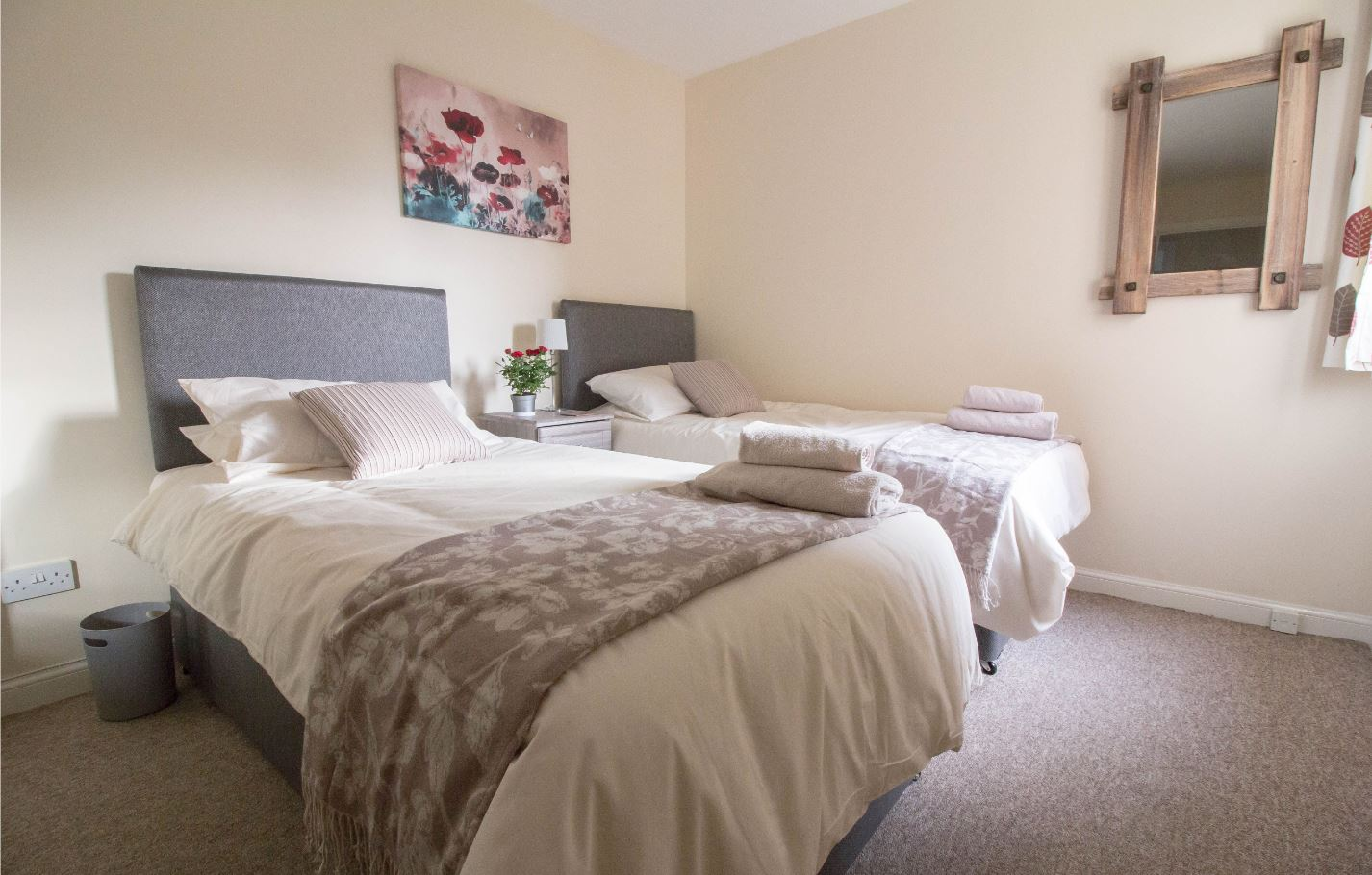 Twin beds at South Groathill Serviced Apartment