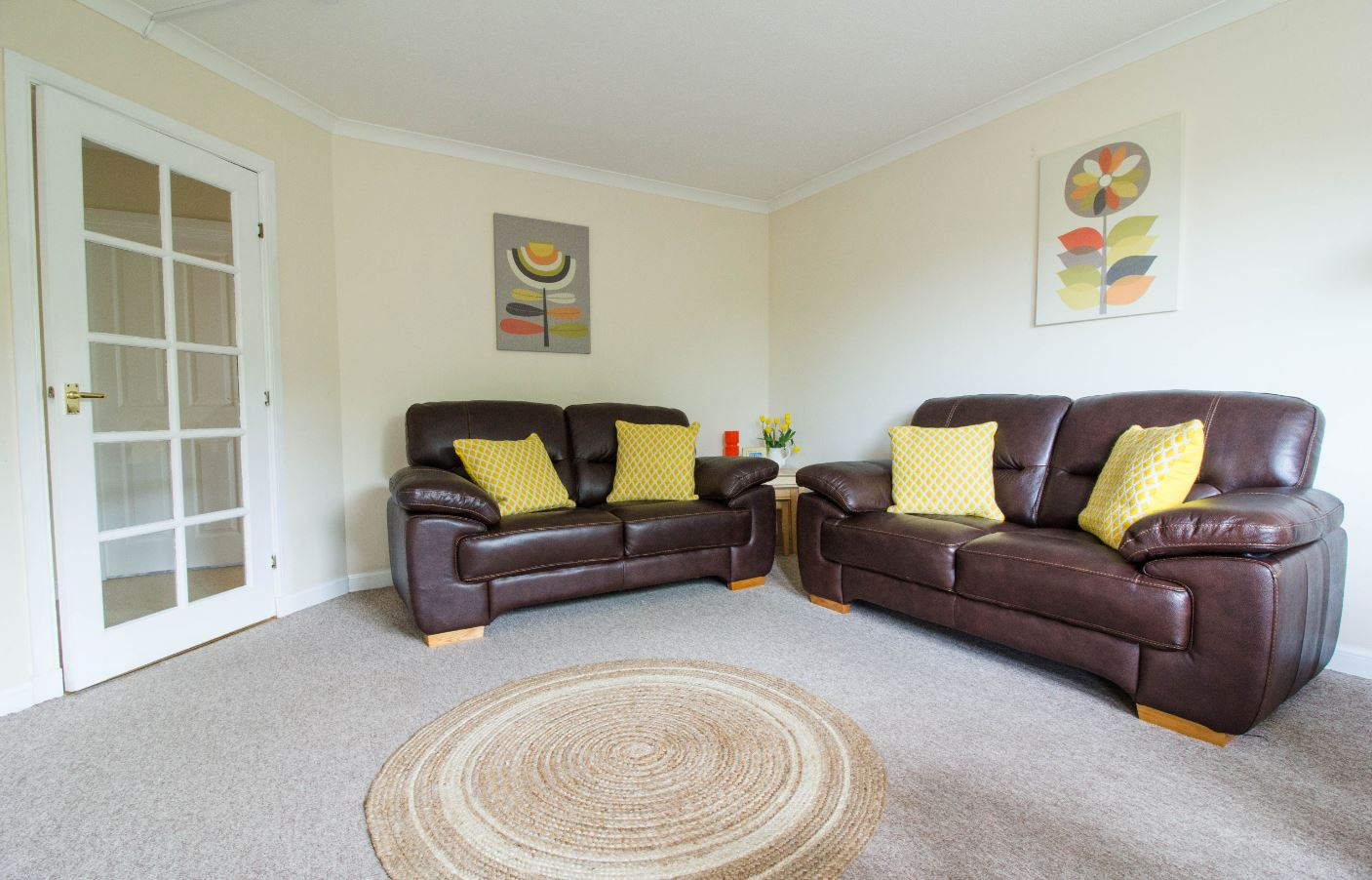 Spacious living room at South Groathill Serviced Apartment