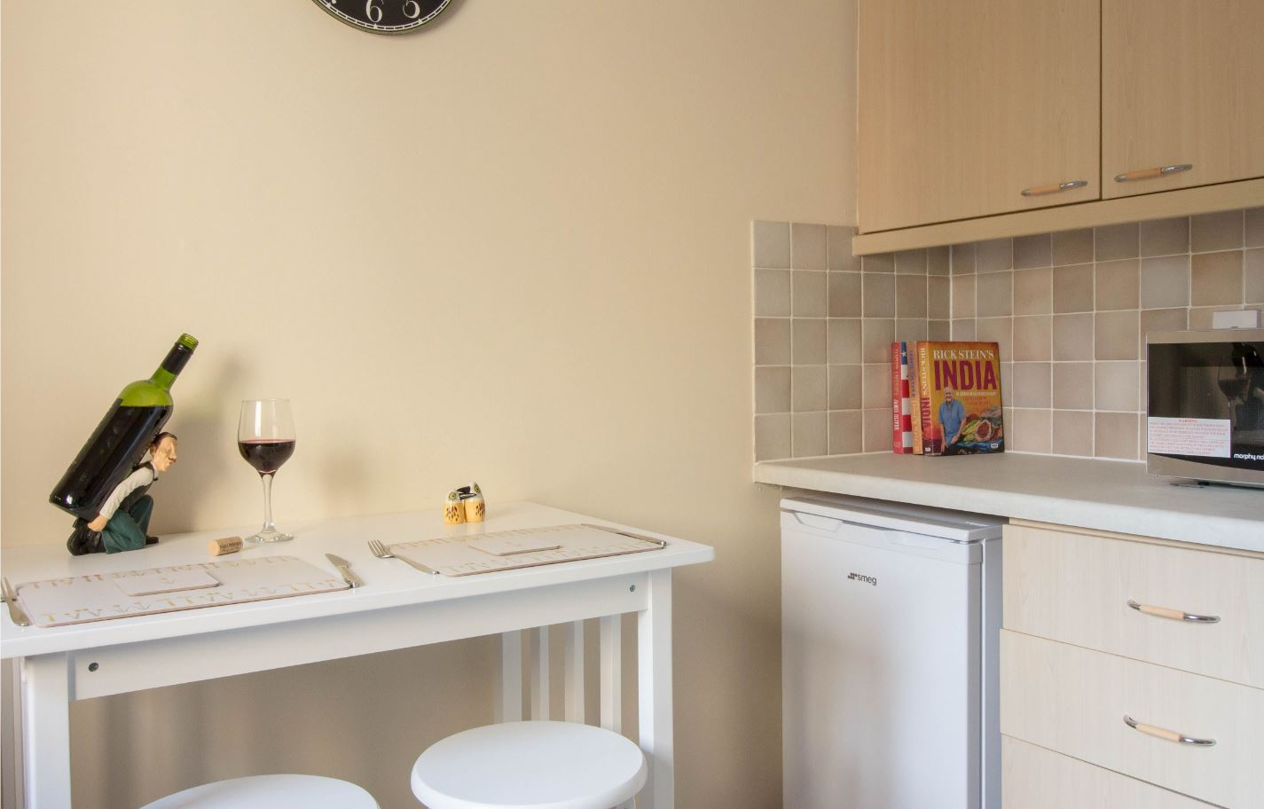 Dining area at South Groathill Serviced Apartment