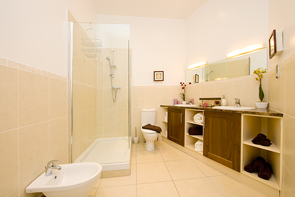 Spacious bathroom at Tyrconnell Road Apartments