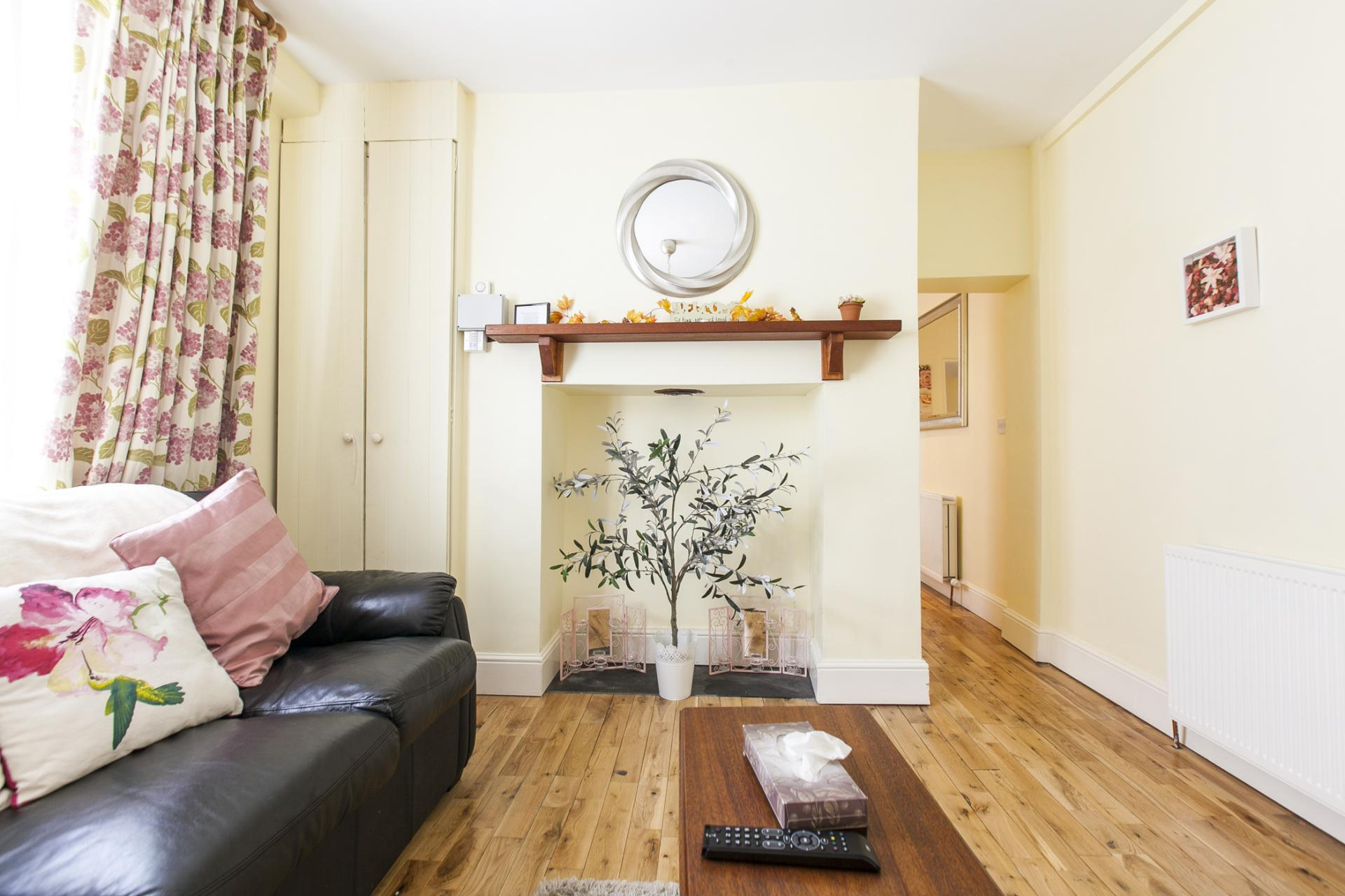 Charming lounge at Tyrconnell Road Apartments