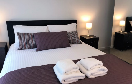 Cosy bed atMeadowside Quay Apartment