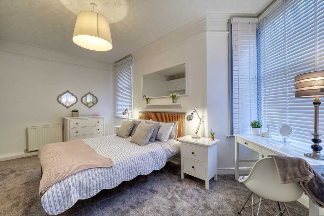 Double bed at Willow House Apartment