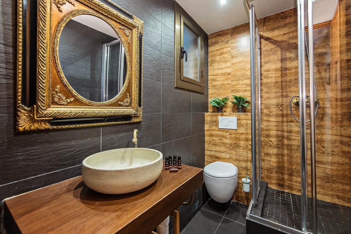 Bathroom at Joan Miro Apartment, Sant Antoni, Barcelona
