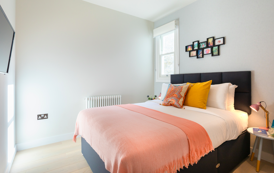 Spacious bedroom at Kensington High Street Serviced Apartments