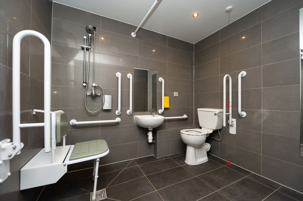 Accessible bathroom Staycity Aparthotels Paris Marne La Vallee, Centre, Bailly-Romainvilliers