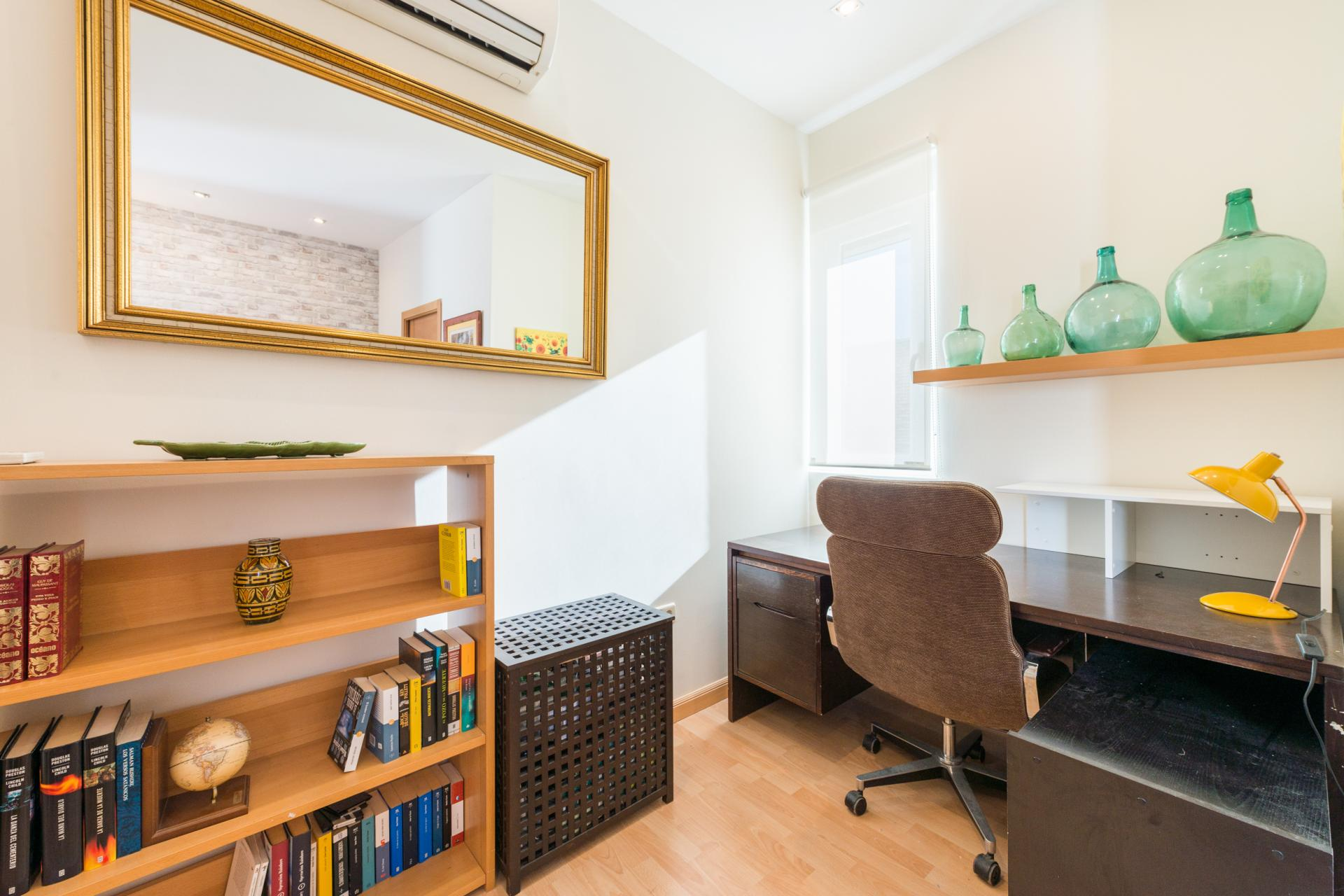 Desk at Bright Salamanca Apartment