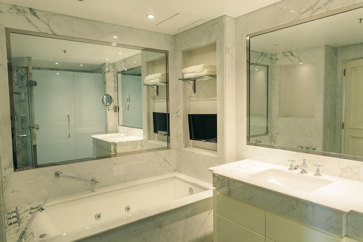 Bathroom at Alvear Icon
