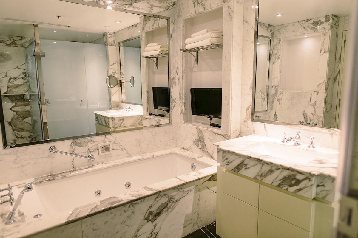 Luxury Bathroom at Alvear Icon