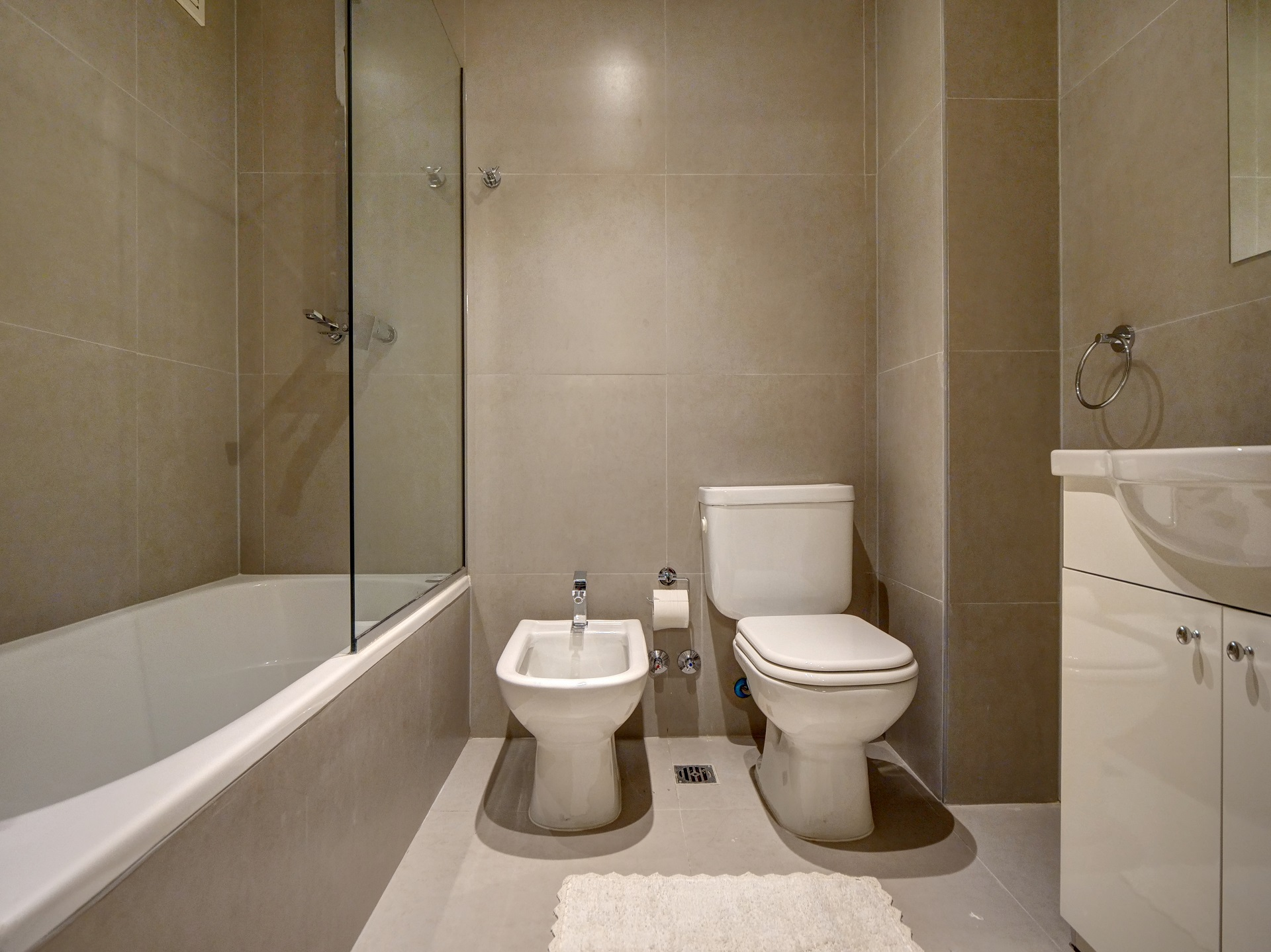 Bathroom at Bellini Esmeralda Apartments