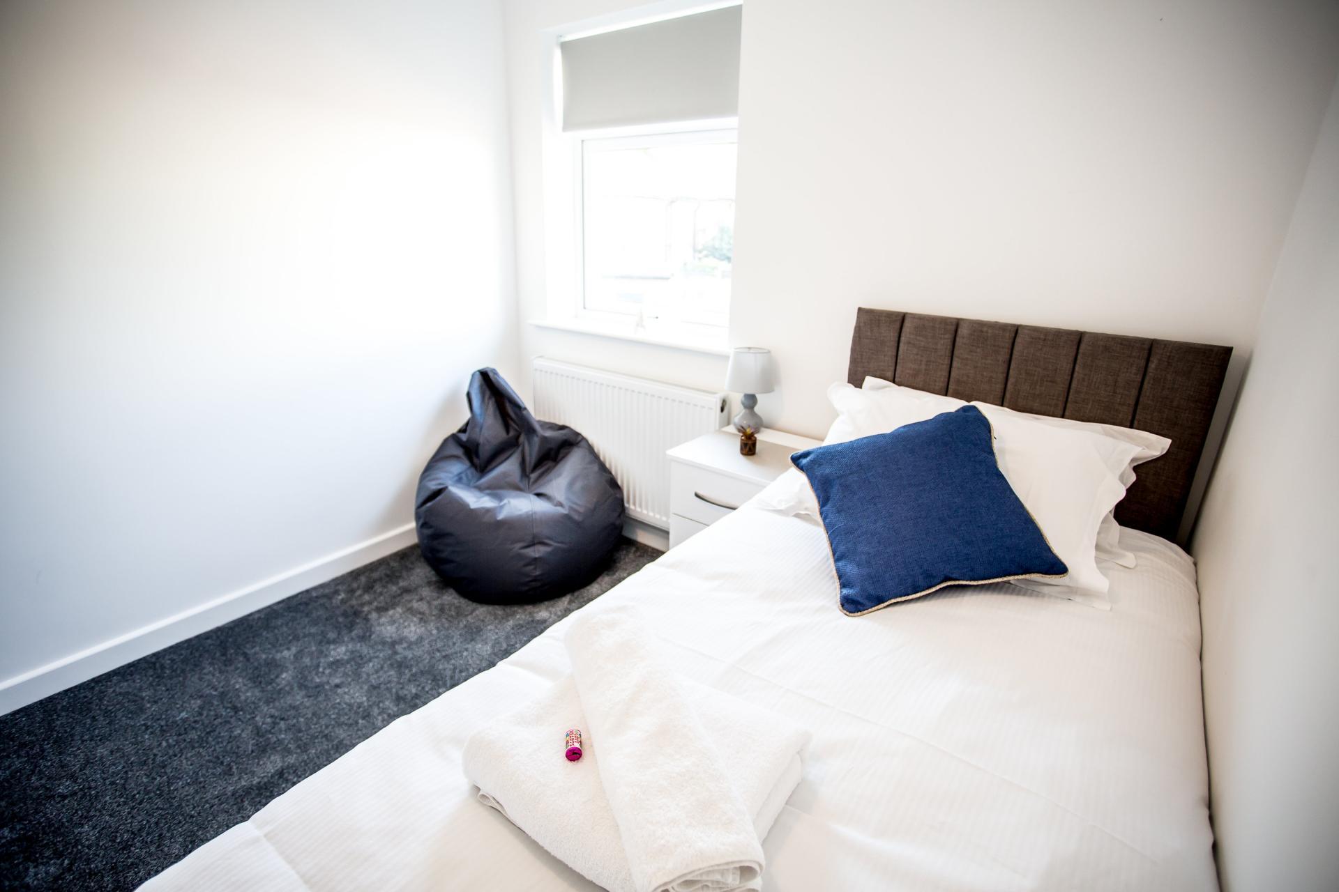Single bed at Comfort House Tamworth