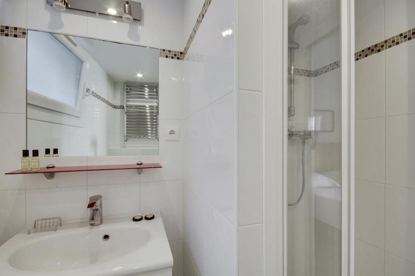 Shower at Rue Saint-Marc Apartments