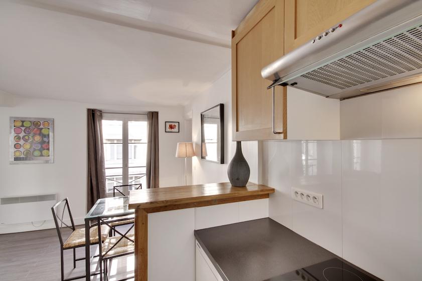 Oven at Rue Saint-Marc Apartments