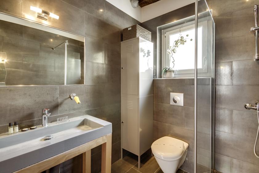 Spacious bathroom at Rue Tiquetonne Apartment