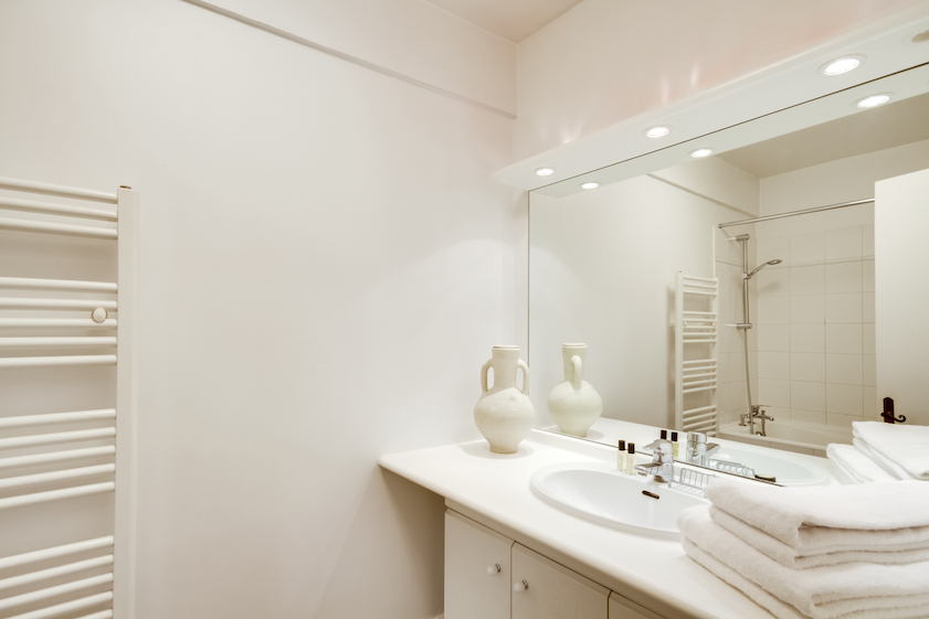 Bath at Rue Vieille Du Temple Apartments