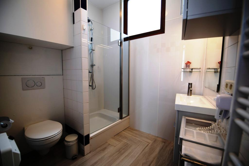 Shower at Infotel Apartments