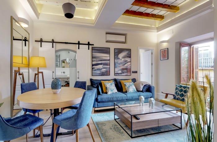Dining table at Conde De Torrejon 11 Apartment