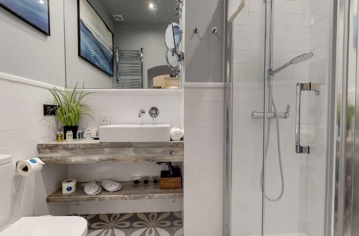 Stylish bathroom at Conde De Torrejon 11 Apartment