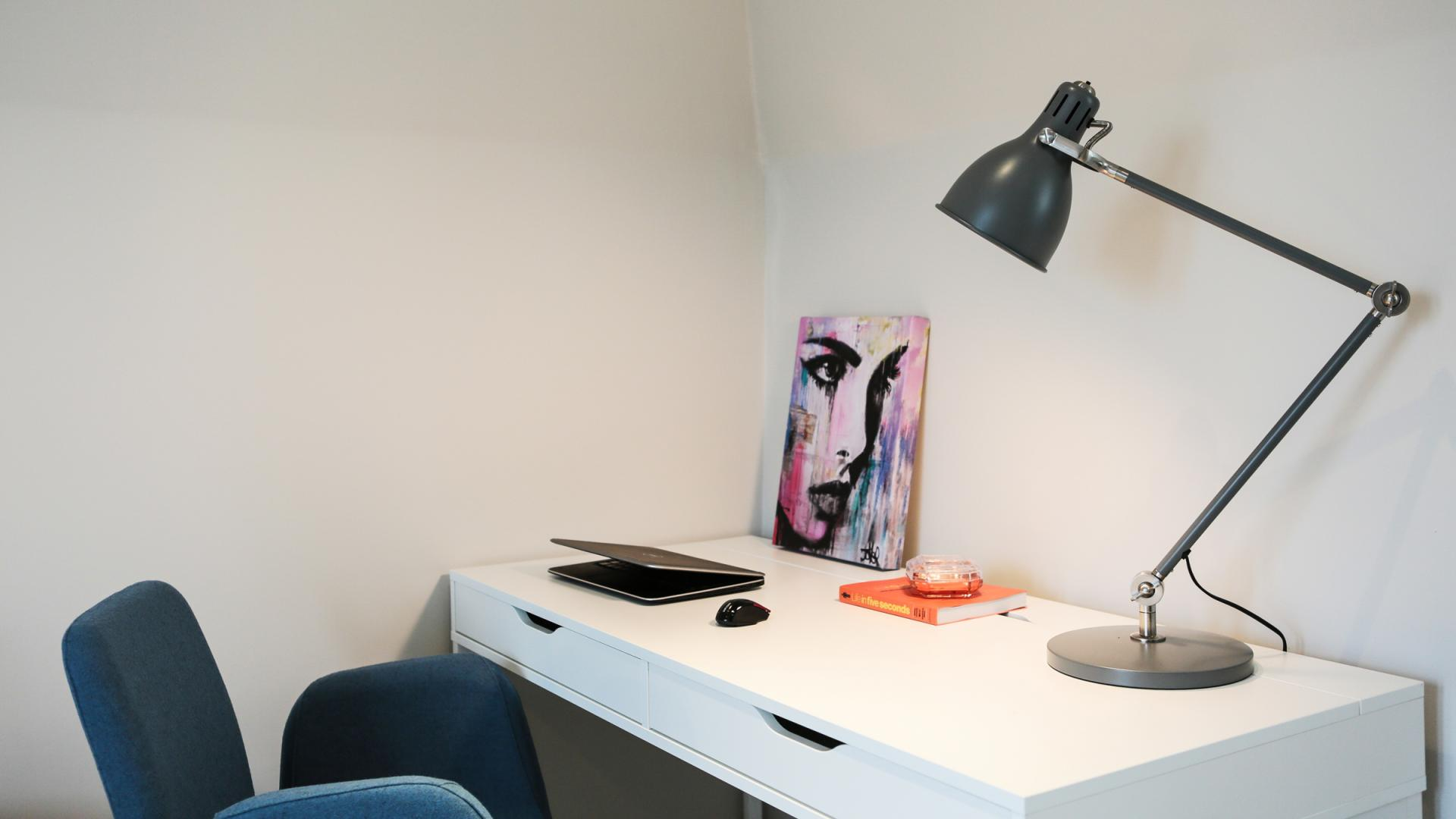 Desk area at White Hill 5 Apartment