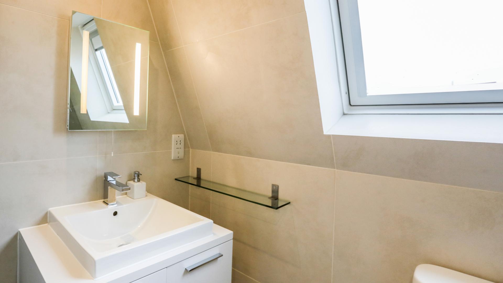 Modern bathroom at White Hill 5 Apartment