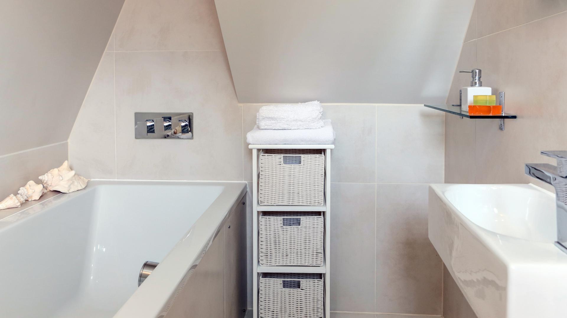 Bath at White Hill 5 Apartment