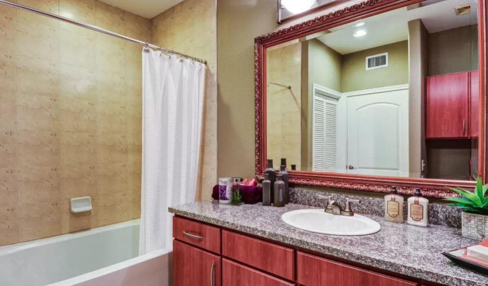 Bathroom at San Paloma Apartment