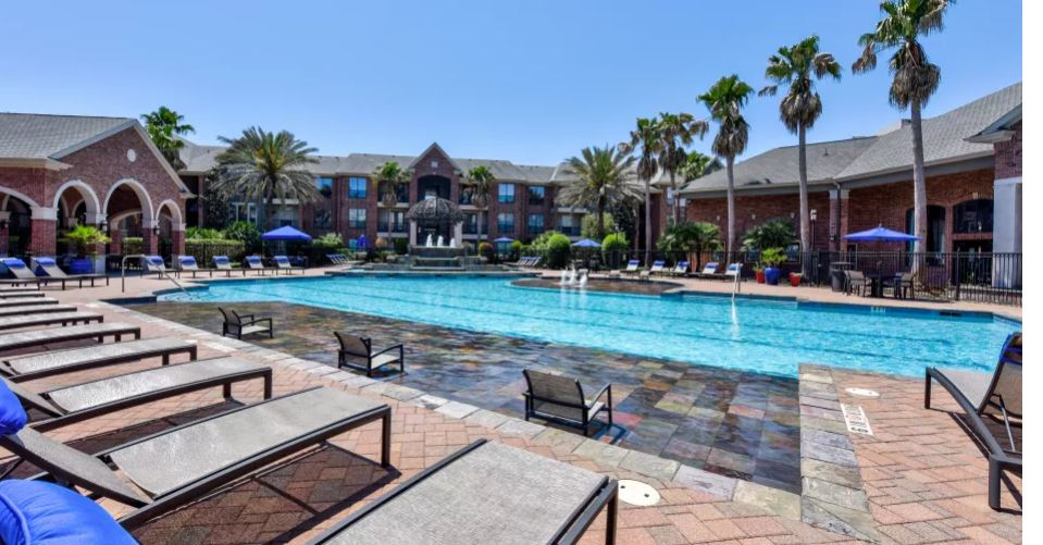 Resort Style Pool at San Paloma Apartment