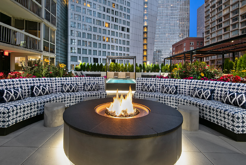 Fire Pit Lounge at One East Delaware Apartment