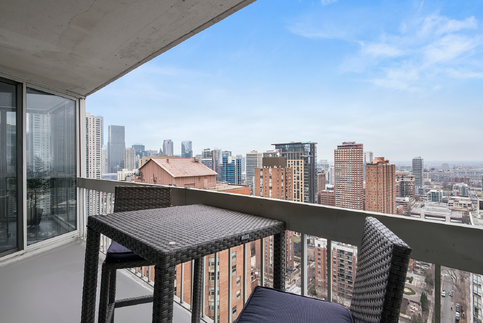 City Views of Chicago at One East Delaware Apartment