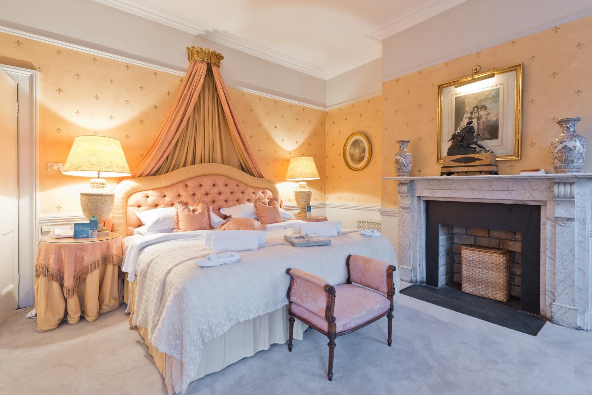 Bedroom at Elegant Ballsbridge Apartments