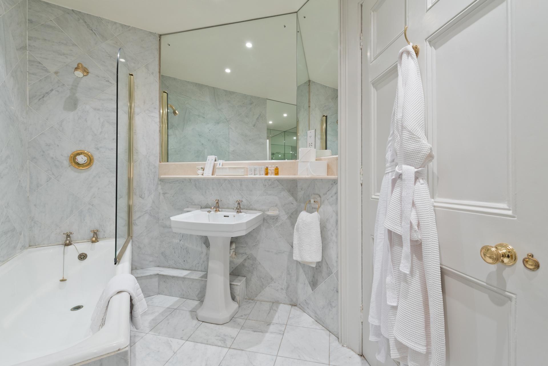 Bathroom at Elegant Ballsbridge Apartments