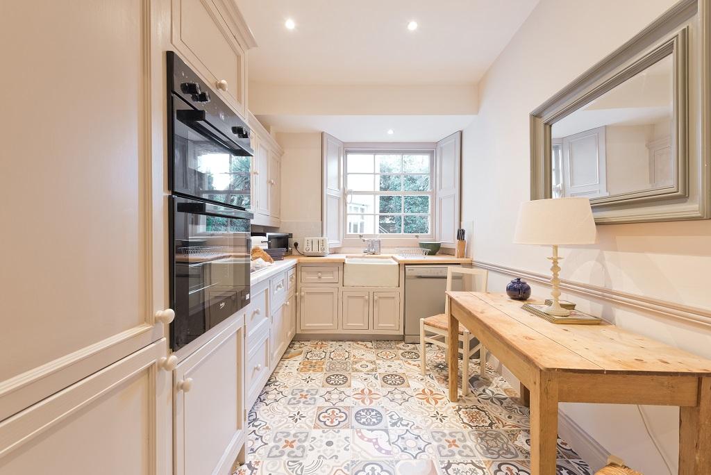 Traditional kitchen at Elegant Ballsbridge Apartments