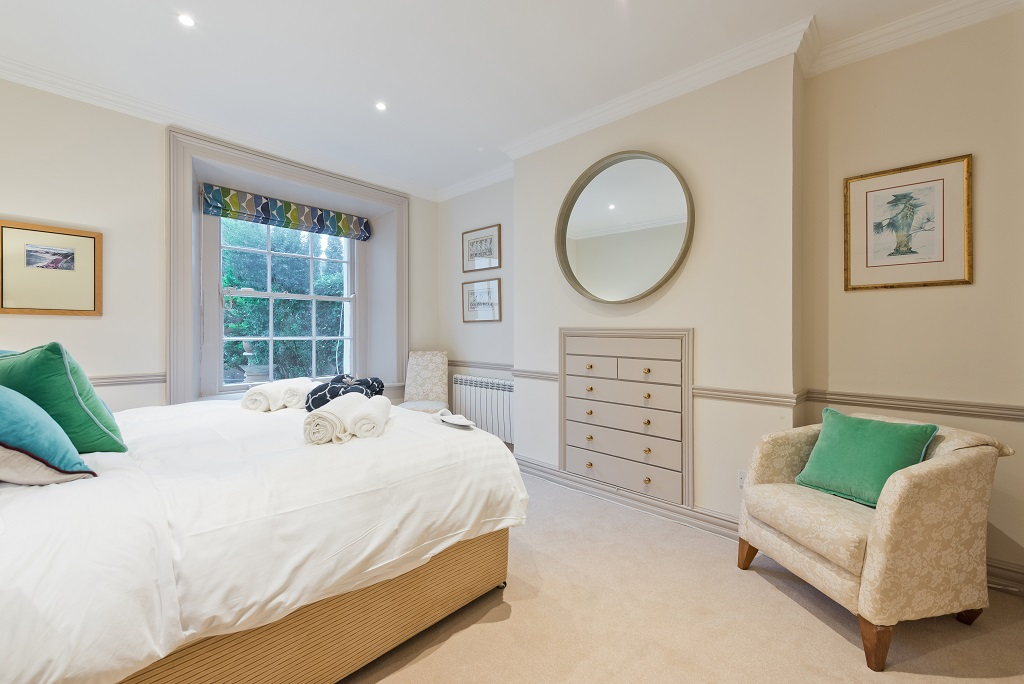 Stylish bed at Elegant Ballsbridge Apartments