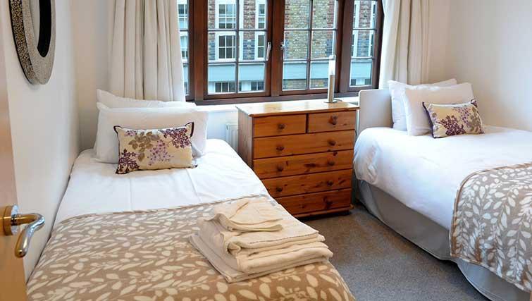 Twin beds at Blake Mews Apartments